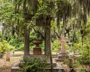 Urn monument